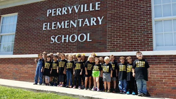 Mrs. Best's Kindergarten class shows off their EXPRESSING EXCELLENCE K-Prep T-Shirts